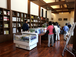 「越の誉」のほぼ全アイテムが購入できるオフィシャルショップ 酒彩館